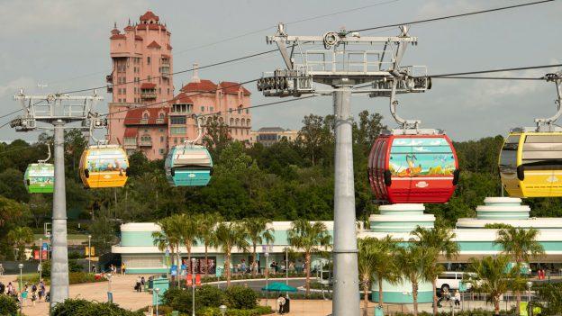 Acidente deixa pessoas presas no DisneySkyliner